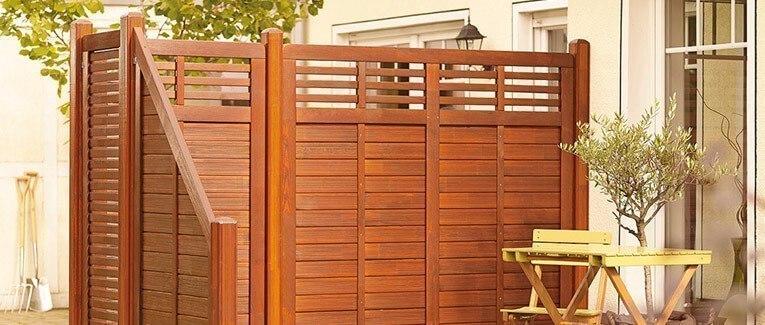 Natürliche Sichtschutzzäune aus Holz