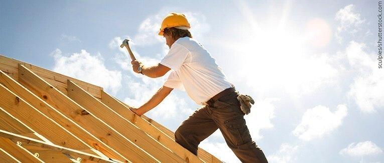 Konstruktionsvollholz und Brettschichtholz zum Bauen mit Holz