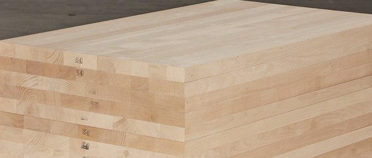 Massivholzplatten und 3-Schichtplatten direkt vor Ort
