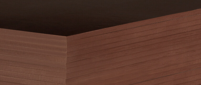Abbildung: Siebdruckplatten dunkel, gestapelt